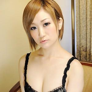 【AV女優】 イケメンが熟女を部屋に連れ込んでSEXに持ち込む様子を盗撮したDVD。~強引にそ...