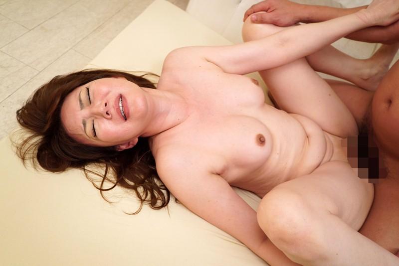 http://pics.dmm.co.jp/digital/amateur/hint0236/hint0236jp-003.jpg