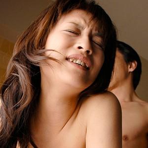<素人>笑顔でチンポをツンツンする巨乳ギャルとホテルでハメ撮り!