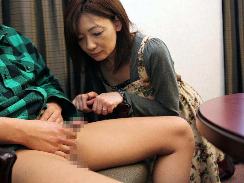 http://pics.dmm.co.jp/digital/amateur/pwife336/pwife336jp-001.jpg