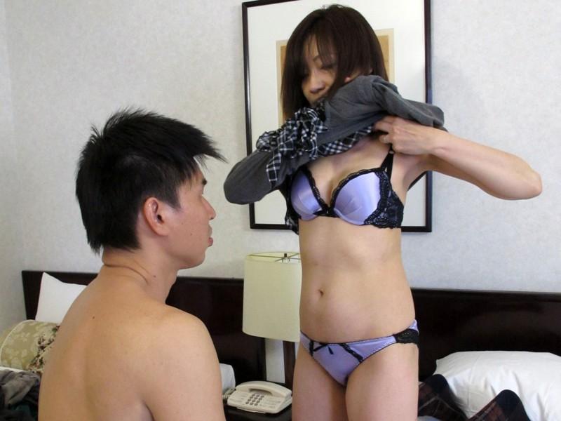 http://pics.dmm.co.jp/digital/amateur/pwife336/pwife336jp-002.jpg
