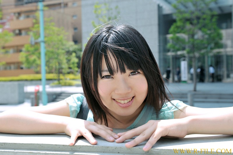 http://pics.dmm.co.jp/digital/amateur/realf318/realf318jp-001.jpg