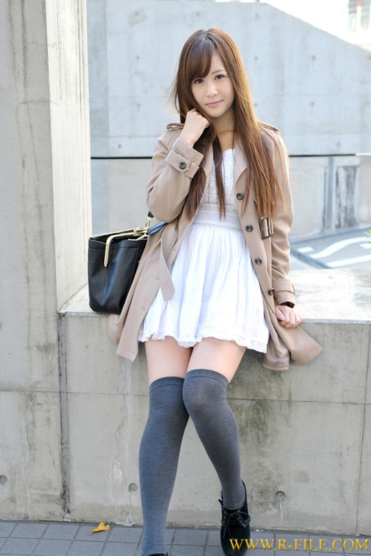 http://pics.dmm.co.jp/digital/amateur/realf324/realf324jp-001.jpg