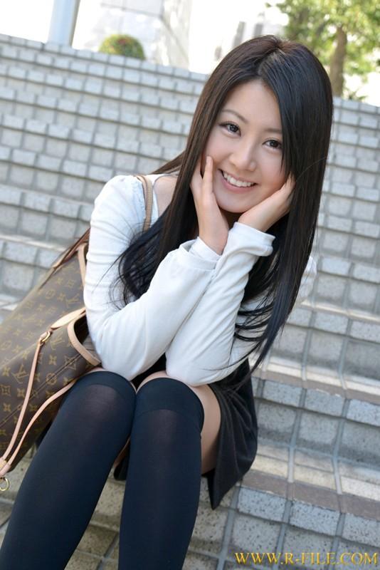 http://pics.dmm.co.jp/digital/amateur/realf329/realf329jp-001.jpg