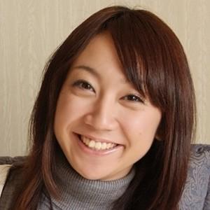 【IV】黒髪ショート、童顔で可愛い女の子がちっちゃなおっぱいを見せながら開脚!!湊 莉 久!!