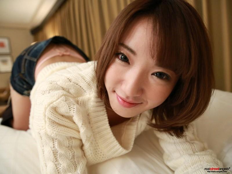 http://pics.dmm.co.jp/digital/amateur/street273/street273jp-001.jpg