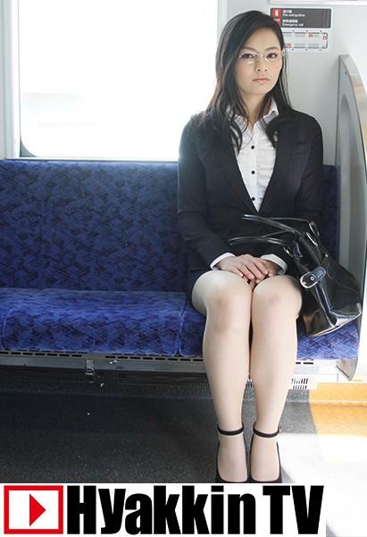 マジメそうに見える服装の下はいやらしい下着のOLが電車内で集団SEX 1 風間萌衣 パッケージ画像