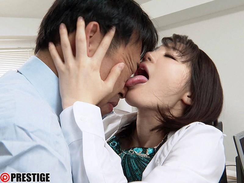 接吻狂い ぐちょぐちょ唾液まみれ3本番 ACT.04 オマ●コよりも感じる敏感で卑猥なくちびる 鈴村あいり の画像9