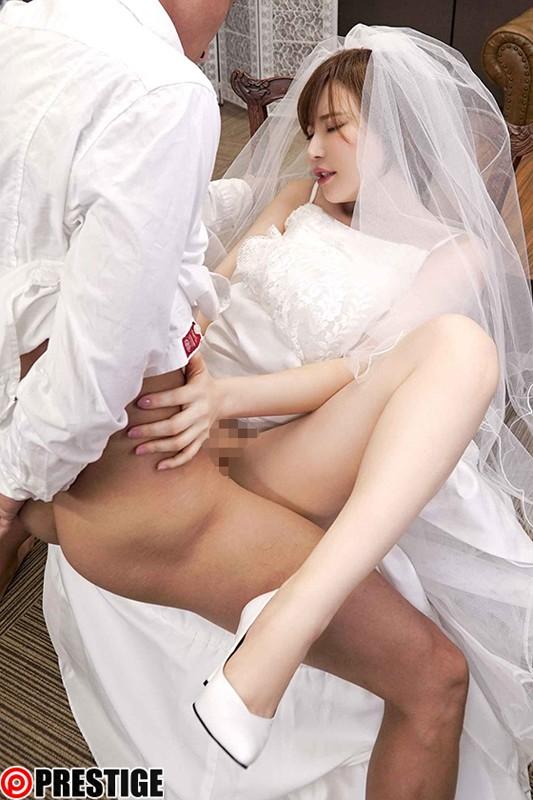 膣内射精を強×要するドエロ痴女! 里美ゆりあ 画像13枚