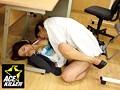 [KIL-085] 防災訓練で隣り合わせた女子社員がパンモロ隙だらけ!机の下で密着セクハラしたところ…