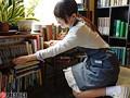 某お嬢様大学英文学科 眼鏡美少女な古書店員 逢月はるな AVデビュー AV女優新世代を発掘します! 2