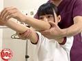 部活帰りのウブで真面目な女子校生が訪れるスポーツ整体院。施術師が際どいラインを触ってきても彼女達は頬を赤らめるだけで何も言えないのをいい事に…更に敏感な部分も触ると熱い吐息が聞こえ始め… 6
