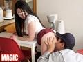 昼間からオナニーに耽る欲求不満妻はイク寸前にやって来た男を我慢出来ずに自ら誘惑し痴女る! 2