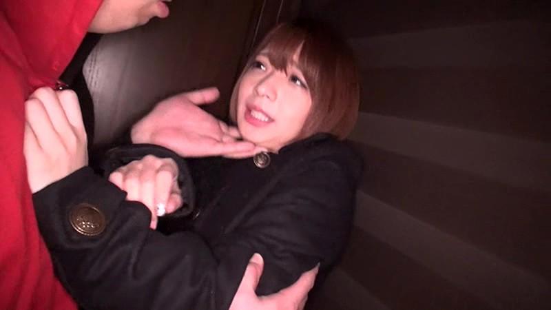 隣人男に犯される一人暮らしの女子大生押し込み中出しレ●プ の画像12