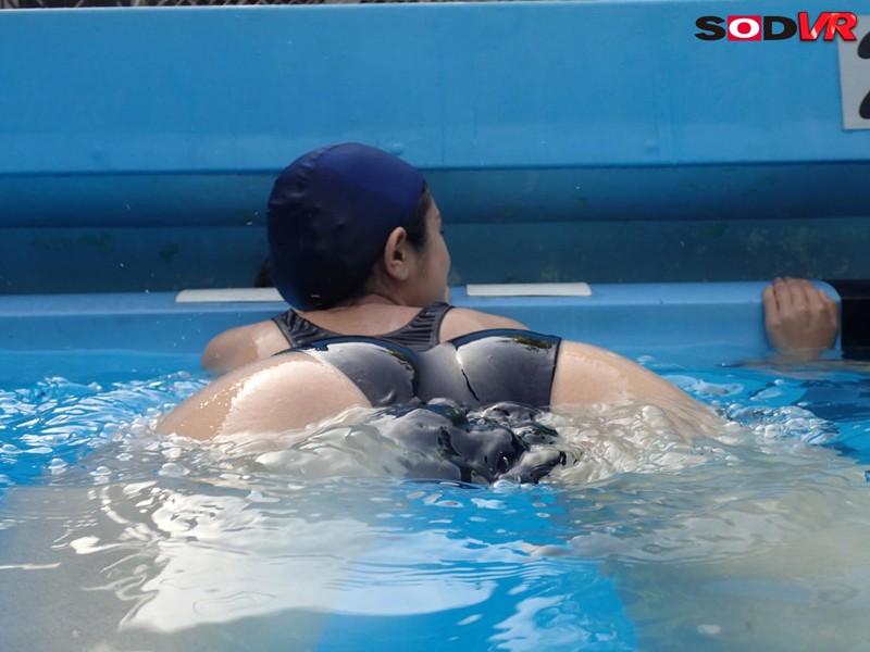 JKの泳ぐ姿をじっくり観察できるプールの時間VR爆誕 13枚目