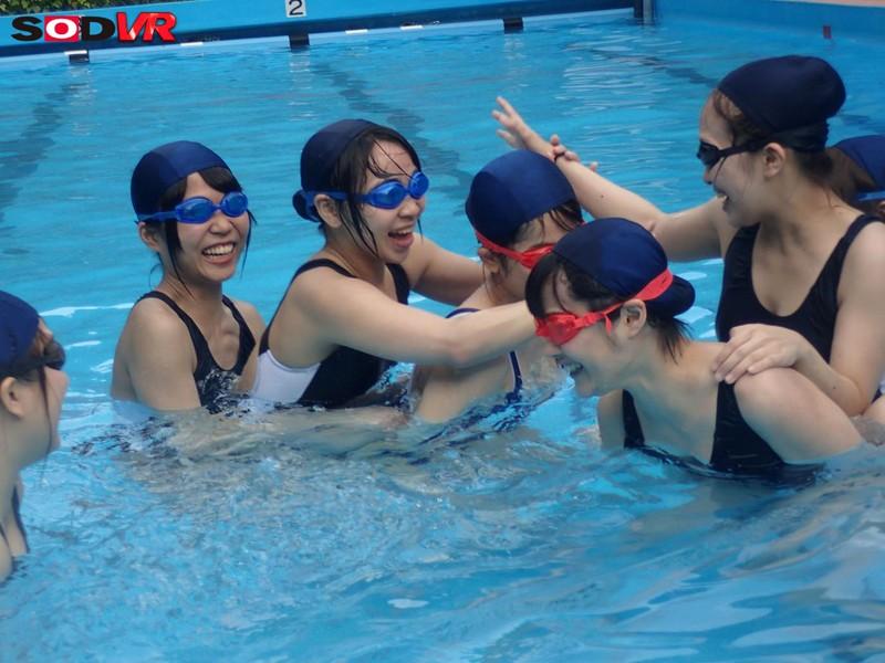 JKの泳ぐ姿をじっくり観察できるプールの時間VR爆誕 15枚目