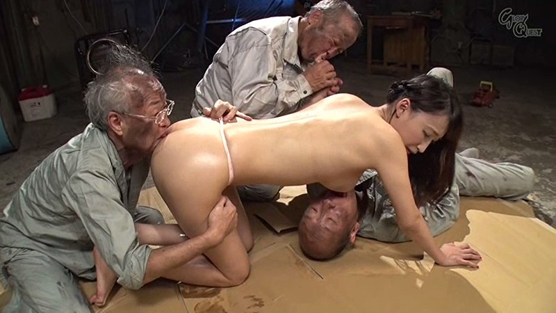 老働者に輪姦され性奴隷と化す巨乳未亡人 蓮実クレア の画像8