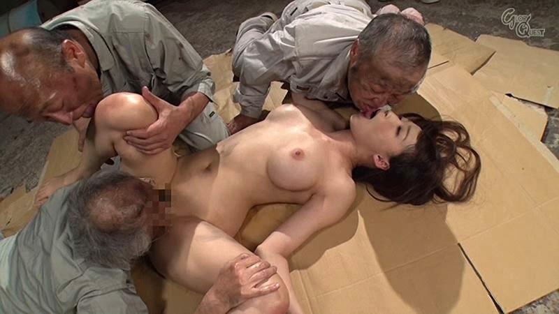 老働者に輪姦され性奴隷と化す巨乳未亡人 蓮実クレア の画像7