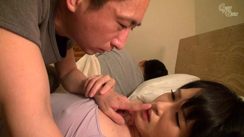 夜這い 真夜中に寝ている夫の隣で中出しされる人妻2 の画像10