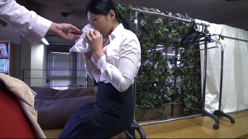 AVの仕事の一環と言われ男根を咥え、女性器を貸し出すことを了承する求職女性3名を収録