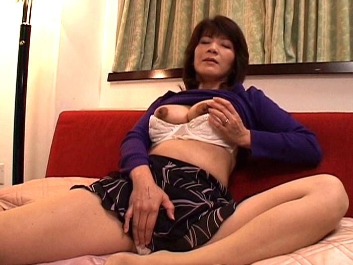 - JavTiger DSE-1196 エロくて綺麗な僕のママ 樋口幹恵