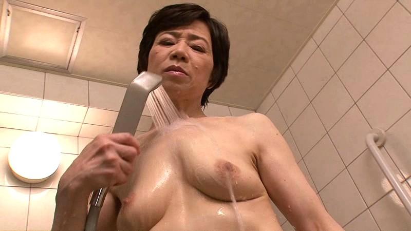 家政婦の小野さんに中出