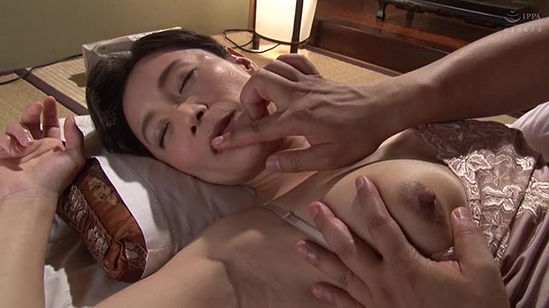 母姦中出し 息子に初めて中出しされた母 平岡里枝子 の画像20