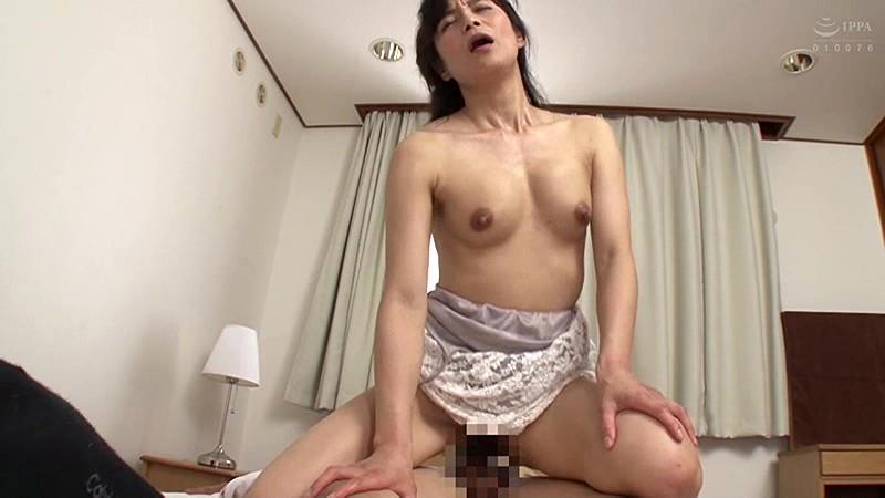 母姦中出し 息子に初めて中出しされた母 平岡里枝子 の画像4