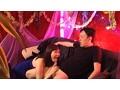 [UGUG-102] 熟女セクキャバで激エロな接吻で、若者チ◎ポを丸呑みする淫乱母たち
