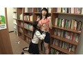 [AP-158] 女子校生図書館レズ痴漢 真面目そうな見た目と裏腹に、異常に性欲が強い美少女女子校生は図書館で見かけたウブそうな美人お姉さんをレズ痴漢してしまう!
