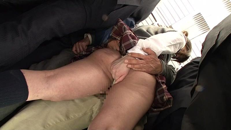 抜かずの3連続中出し痴漢 満員電車で身動きの取れない敏感女子校生を抜かずの3連続中出し痴漢で膣内を精子の熱さでとろけさせろ!! の画像7