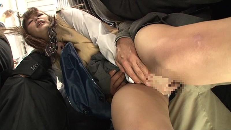 抜かずの3連続中出し痴漢 満員電車で身動きの取れない敏感女子校生を抜かずの3連続中出し痴漢で膣内を精子の熱さでとろけさせろ!! の画像18