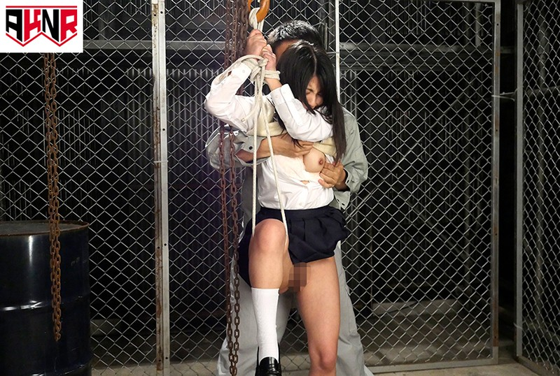 野ションを目撃されてプリプリお尻を大公開したままハメられた女子校生 の画像8