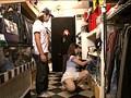 ウブな女子店員にドッキリ企画 ハレンチ試着室 14 サンプル画像0