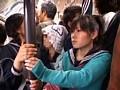 「キスまで3cm 田舎のガラ空き路線バスを満員にして純真無垢な女子学生に密着したらヤれるか?」 サンプル画像8