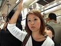「満員状態の路線バスで欲求不満の専業主婦に正面から股間と股間を擦りつけたら?」 VOL.1 サンプル画像0
