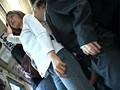 「満員状態の路線バスで欲求不満の専業主婦に正面から股間と股間を擦りつけたら?」 VOL.1 サンプル画像1