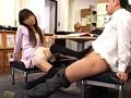 「誰にも気づかれない机の下の脚コキはSEXより気持ちいい?!綺麗すぎて彼氏が出来ない脚線美女に足をからませたら…」 VOL.1 1
