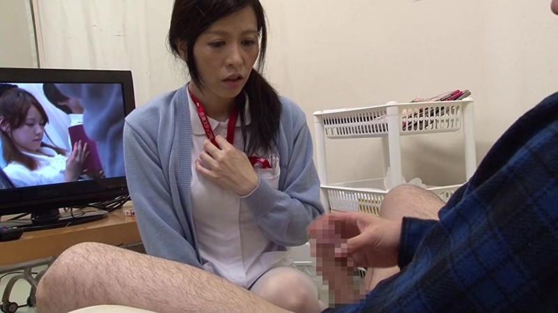 「『おばさんで本当にいいの?』若くて硬い勃起角度150度の少年チ○ポに抱きつかれた看護師はヤられても本当は嫌じゃない」VOL.2 の画像16
