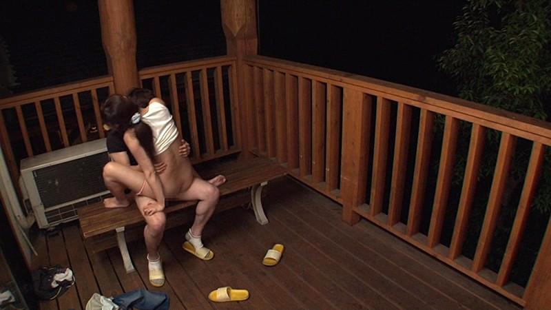 「『おばさんを興奮させてどうするの?』キャンプ場でヤりまくりSPECIAL 青年チ○ポを押しつけられたおばさん妻は嫌がりながらも本当はママ友に自慢したい」VOL.1 の画像16