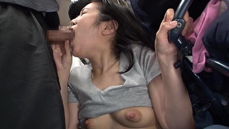 「満員バスで子供を産んで乳首が敏感になったベビーカー妻に3分間胸が押しつぶされるほど密着させてヤる」VOL.1