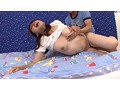 [DVDES-905] マセガキ少年団の母乳ママ狩り ~出産直後の敏感な身体を子●チ●ポにイタズラされ止まらない噴射母乳~ 敷根まほ