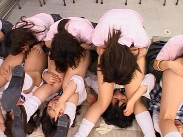 ヤリすぎウテウテ痴女学院2 20人! レズ抗争がぼっぱつ!たいへんだ~っ!! の画像15