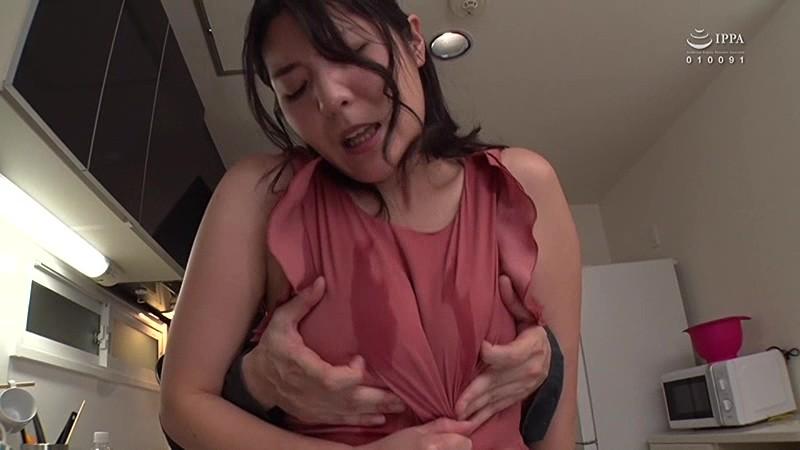 我が家に泊まりに来る姉の友人は丑三つ時に乳首を弄ってと受験生の僕に迫ってくる の画像9