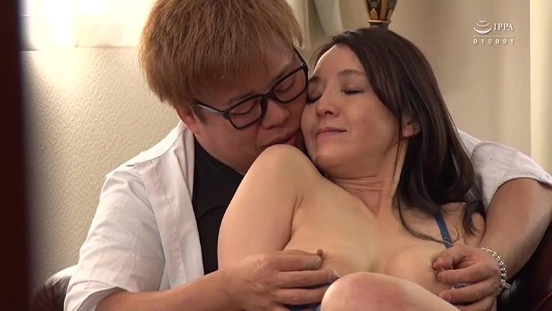 愛おしい母を大嫌いなアイツに寝取られてしまいました。僕と母は近親相姦!! の画像2