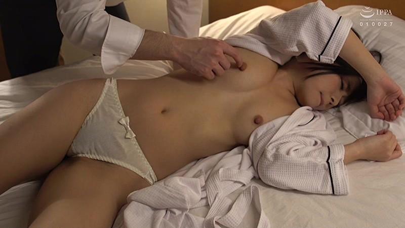 可愛い女子社員と相部屋宿泊 スーツを脱いだら綺麗なおっぱい!締まったくびれ!プリプリのお尻!無防備に寝ている女と密室に二人きりで股間の疼きが止まらない!3 の画像18