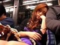 満員バスで密着状態のうたた寝ギャルが肩にもたれ掛かってきたのでそっと彼女の手に勃起チ○ポを握らせてみた!!VOL.02 10