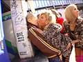 これが渋谷最先端の童貞狩り!! 超ド派手ギャル5人組×ベロチュー手コキ逆ナンパ!! サンプル画像5