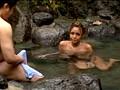 カップル混浴温泉に来ているギャルに勃起チ○ポを見せつけ発情させたら、彼氏の寝ている隣で夜這いしてもウズウズしていて拒めない!! 1