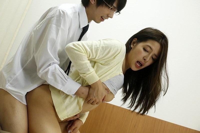 巨乳の先生、二宮ナナ出演の妄想無料動画像。エッチな診察でカラダが火照ってしまい…~本当にあった濡れる話~